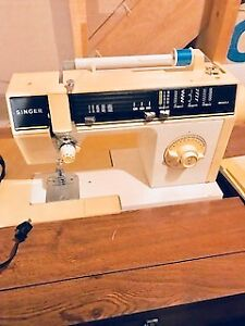 Singer 6215 Sewing Machine with desk $85