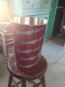 SNAP ON garbage can