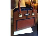 Beautiful tote bag, very stylish and beautifully finished