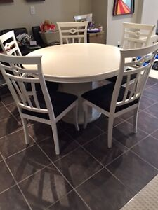 Kitchen Set - Table and 6 chairs