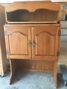 Maple hutch/tv stand/cabinet