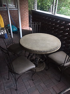 Circle Table + 4 chairs
