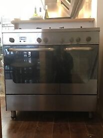 Electric Oven with 5 Gas Burners.