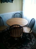 FOR SALE: KITCHEN TABLE AND 4 CHAIRS!!!