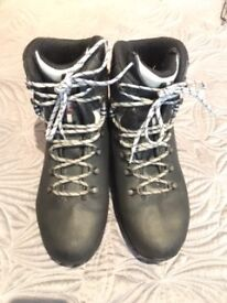 Raichle Leather Walking/Hiking Boots Ladies Size 8 Used but great condition