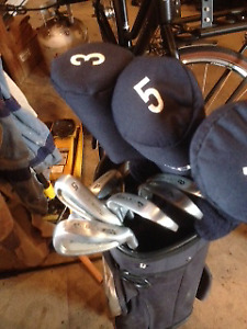 Ladies right golf clubs, bag and pull cart