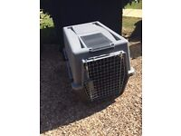 Medium size dog crate, in good condition hardly used