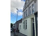 Lovely Double Bedded Room For Female Convenient For City Centre With Gated Parking