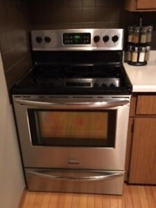 2 yr old Frigidaire Gallery electric convection oven