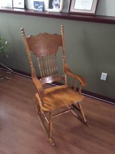 Country Style Solid Wood Rocking Chair