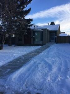 -Spacious Bungalow in Daly Grove 3 bed 1 bath house - Millwoods-