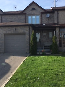 3 + 1 Bedroom Freehold Townhouse for Rent $2000 in Richmond Hill