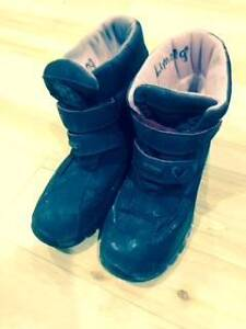 Girls snow walking boots size 35 Nelson Bay Port Stephens Area Preview