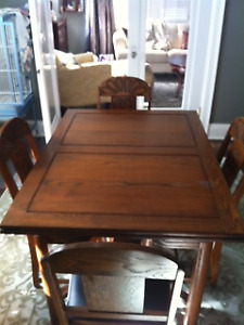 DRASTICALLY REDUCED!  STUNNING DINING TABLE WITH 6 CHAIRS!