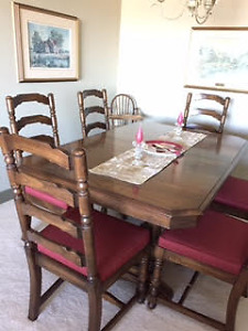 Immaculate dining room set