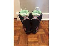 Ladies Salomon snowboard boots