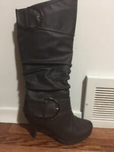 Ladies Fashion Boots - Mint Condition Kingston Kingston Area image 1