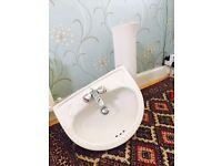 Pedestal sink with mixer tap