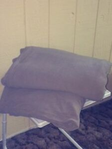 Queen Fleece Fitted Sheet and Blanket