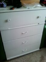 FOR SALE: ONE DRESSER WITH FOUR DRAWERS AND MIRROR!!!