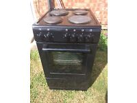 NEW WORLD ELECTRIC COOKER - ONLY USED FOR 6 MONTHS