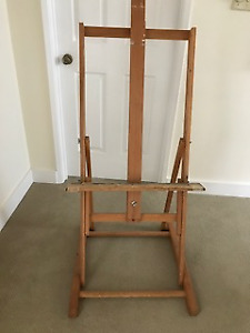 EASEL FOR VERTICAL OR HORIZONTAL SUPPORT