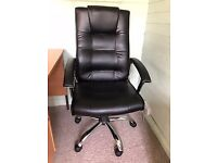 Black swivel office chair - Excellent condition