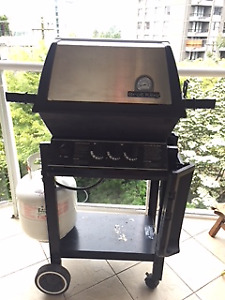 Broil King BBQ with Barbeque Genius Rotisserie