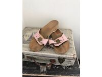 GENUINE SCHOLLS FLAT WOODEN SHOES / SANDALS SIZE 6