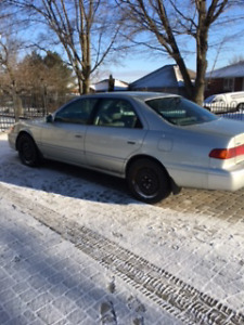 2001 Toyota Camry XLE Sedan- low kms - 2nd owner