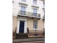 Georgian Maisonette. TownHouse. Close to Stations and M4. Private Parking
