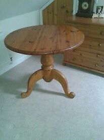 Dining Room table, Used but in very good condition.