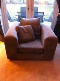 Very good condition, cleaned regularly. Non smoking, petfree household.