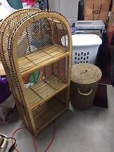 Wicker boodkshelf with basket