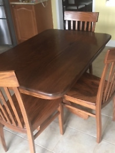 AMISH OAK TABLE AND 3 CHAIRS