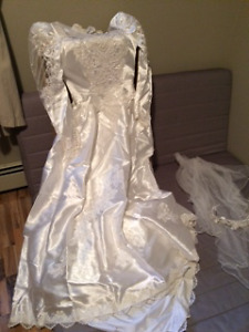 1989 princess cut wedding dress with excessories