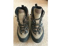 Ladies Hiking Boots, Size 6