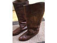 LADIES BROWN LEATHER BOOTS - SIZE 5