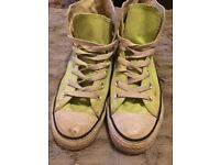 GREEN CONVERSE SIZE 5 USED