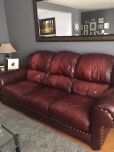 Leather couches/Sofas en cuir
