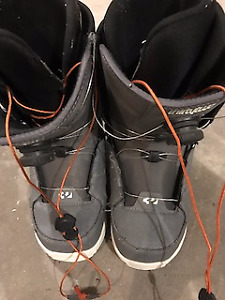 "Snow board boots size 11 Brand is ""thirtytwo"""