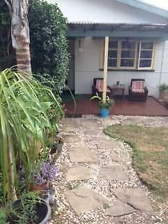 PET FRIENDLY NEAR CURL CURL BEACH LARGE GARDEN VILLA