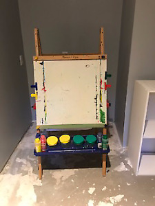 Mellissa and Doug Children's easel (with Paint)