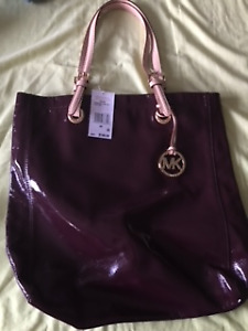 New with tags Michael Kors Patent Leather Jet Set Purse