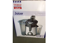 BRAND NEW juicer for sale 400 watts 600ml capacity