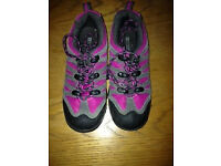 walking shoes size 13