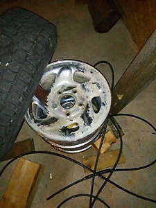 Dodge 16 inch chrome rims Mint $$$$