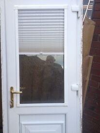 Back door with 6 keys & intergrated blind
