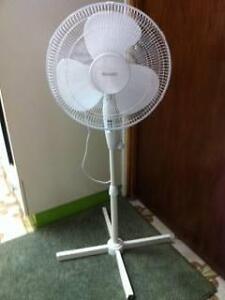 1 Upright White Moretti Pedestal Fan Matraville Eastern Suburbs Preview