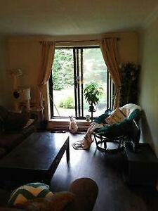 2 Bedroom Lease Transfer Condo in Beaconsfield Available Nov 1